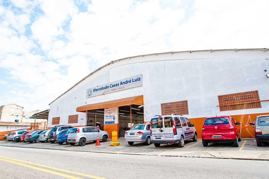 Bazar Beneficente Casas André Luiz Mercatudo S. Miguel. Toda arrecadação em prol do atendimento especializado e gratuito das pessoas com deficiências.